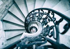 Sensus ostium (Weblody) Tags: escalier spirale jacques coeur bourges palais marches rond arrondi gothique fer forge bourgeois ancien centre vaillant impossible marche colimasson