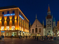 Evening (Dmitry Shakin) Tags: munich germany munchen altes rathaus evening night tower