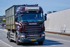 AA73769 (18.05.25, Østhavnsvej, Oliehavnsvej)DSC_8768_Balancer (Lav Ulv) Tags: 249086 portofaarhus østhavnsvej r500 v8 highline johssørensensønner 2009 euro5 e5 6x2 r5 brown driversimon rolloffcontainer rigid scania rseries pgrseries scaniarseries truck truckphoto truckspotter traffic trafik verkehr cabover street road strasse vej commercialvehicles erhvervskøretøjer danmark denmark dänemark danishhauliers danskefirmaer danskevognmænd vehicle køretøj aarhus lkw lastbil lastvogn camion vehicule coe danemark danimarca lorry autocarra danoise vrachtwagen