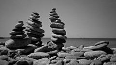 Entre Ciel et Pierres (Un jour en France) Tags: monochrome mer zen roche ciel cielpaysage plage canoneos6dmarkii canonef1635mmf28liiusm galet