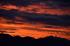 DSC_2270 (griecocathy) Tags: paysage montagne ciel nuage coucher soleil noir orange oranger bleu rouge gris