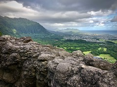 Looking over Honolulu (kimbar/Thanks for 4 million views!) Tags: oahu hawaii overlook clouds muntains wall stonewall punchbowl honolulu