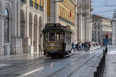 Lisbonne_6292 (Luc Barré) Tags: lisboa lisbonne tramway portugal noël pèrenoël