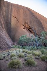 Base Walk@the Uluru (:: Blende 22 ::) Tags: australia australien nothernterritory outback olgas katatjuta uluru ayersrock basewalk redrocks redcentre rocks bluesky canoneos5dmarkiv ef2470mmf28liiusm