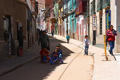 Rue de Potosi Bolivie_2666 (ichauvel) Tags: scénederue streetphotography rue street enfants children jouer playing samuser joie fun fillettes littlegirls garçons boys façadescolorées maisons houses vie life potosi bolivie amériquedusud southamerica amériquelatine voyage travel boliviens exterieur outside