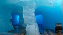 Rhone Gletscher Eisgrotte / Alpen (Luftbild Bochum) Tags: hone gletscher alpen obergoms schweiz bergwelt alpenpanorama natur see eisgrotte eishöhle sehenswürdigkeit himmel wasser kliff berg landschaft bucht abhang personen felsen meer strand
