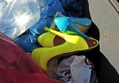 Trash_Pumps_20181117_01+02 (KlamottenVintage) Tags: müll immüllgefunden mülltonnenfund highheelsimmüll pumpsimmüll pumpsingarbage highheels trash trashshoes garbageshoes garbage