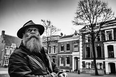 bearded man (Rien van Voorst) Tags: streetphotography straatfotografie strasenfotografie fotografíacallejera photographiederue fotografiadistrada monochrome city urban highcontrast fuji xt20 nederland dutch thenetherlands paysbas niederlände baard beart bart barba