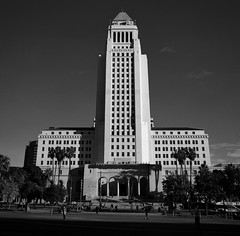 Los Angeles City Hall - Mamiya 6 - 50mm F/4 - Acros 100 (divewizard) Tags: fujifilm neopan acros 100 neopanacros100 acros100 120 film analog película analógica bw blackwhite blackandwhite blackwhitephotos blancoynegro black white blanco negro noiretblanc noir blanc schwarzundweiss pretoebranco ncps northcoastphotographicservices mamiya6 mediumformat rangefinder 6x6 square g14f50mml 50mm f4 chrisgrossman losangeles losangelescounty california architecture building losangelescityhall cityhall