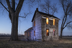 Abandoned Home Cool-Warm (Notley Hawkins) Tags: httpwwwnotleyhawkinscom notleyhawkinsphotography notley notleyhawkins 10thavenue rural missouri bottomland riverbottoms missouririverbottoms abandoned missouriphotography lightpainting 光绘 光繪 lichtmalerei pinturadeluz ライトペインティング प्रकाशपेंटिंग ציוראור اللوحةالضوء longexposure evening dusk trees 2019 sky quantumtrio sunset warmcool warmlight coollight chamoismissouri osagecountymissouri osagecounty march canontse24mmf35lii