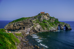 San Juan de Gaztelugatxe - filming location for HBO's Game of Thrones (Joshua Mellin) Tags: sanjuandegaztelugatxe gaztelugatxe san juan de bermeo biscay bay basque basquecountry bilbao spain spanish spanishbasquecountry gameofthrones dragonstone daenerys targaryen actress daenerystargaryen hbo show book books tv real life whereisdragonstoneinreallife reallife filming location locations filminglocaitons westeros history tour tours got finale season season8 stream joshuamellin joshmellin cnn travel cnntravel journalist writer photographer author josh joshua mellin instagram twitter media socialmedia verified iconic best photo photos pic pics picture pictures photograph photographs