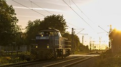 2_2018_10_04_Gelsenkirchen_Bismarck_0275_805_RBH_805_Lz ➡️ Abzw Crange (ruhrpott.sprinter) Tags: ruhrpott sprinter deutschland germany allmangne nrw ruhrgebiet gelsenkirchen lokomotive locomotives eisenbahn railroad rail zug train reisezug passenger güter cargo freight fret bismarck bottrop abzw unserfritz crange 0275 0632 1232 4185 vl leuna db rbh rb43 dortmund dorsten bü bahnübergang hochspannungsmast überlandleitung wolken logo natur sonnenuntergang outdoor