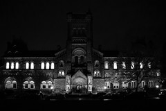 U of T (A Great Capture) Tags: agreatcapture agc wwwagreatcapturecom adjm ash2276 ashleylduffus ald mobilejay jamesmitchell toronto on ontario canada canadian photographer northamerica torontoexplore city downtown lights urban night dark nighttime fall autumn automne herbst autunno otoño 2017 cityscape urbanscape eos digital dslr lens canon rebel t5i outdoor outdoors outside architecture architektur arquitectura design darkness nocturnal illuminate lighting streetphotography streetscape photography streetphoto street calle blackandwhite noiretblanc blancoynegro monochrome bnw bw