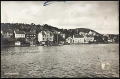 Postkort fra Agder (Avtrykket) Tags: bolighus brygge hus postkort pram sjekte sjø uthus arendal austagder norway nor