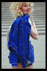Júlia (TheJennire) Tags: photography fotografia canon blackframes 2018 blonde bangs hair 50mm portrait makeup jeans ootd outfit fashion style candid movement indianapolis usa eua indiana unitedstates happy