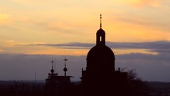 Blessed by the last light of an autumn day 05 (byronv2) Tags: sunset sun autumn golden light autumnlight edinburgh edimbourg scotland dusk oldtown nationalmuseumofscotland roofterrace cityscape skyline hogwarts dome spire tower silhouette