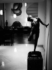 4615 - Statue (Diego Rosato) Tags: statua statue albergo hotel street photography fuji x30 rawtherapee bianconero blackwhite