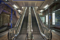 Up or Down (Geert E) Tags: escalator moving staircase up down walkway stairway roltrap escalators escalateur roulant escalier mécanique rolltreppe fahrtreppe treppenaufzug long exposure longexposure antwerp antwerpen anvers station gare bahnhof antwerpencentraal