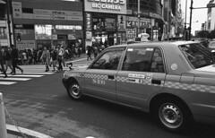 Taxi (Manuel Goncalves) Tags: tokyo shibuya japan blackandwhite urban city 35mmfilm nikonn90s nikkor28mm jchstreetpan400 epsonv500scanner