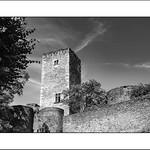 Menace su le château... thumbnail