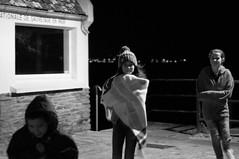 pompon&plaid sous le réverbère (focalouest) Tags: enfants children noirblanc nuit