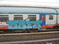 844 (en-ri) Tags: gelo crew gelos odio train torino graffiti writing azzurro arancione