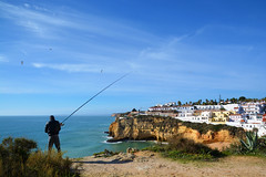 Pécheur Carvoeiro Portugal _9426 (ichauvel) Tags: pécheur fisherman homme man canneàpéche pécher fishing océanatlantique atlanticocean vue view panorama paysage landscape village carvoeiro algarve portugal europe voyage travel exterieur outside plage beach falaise cliff littoral côterocheuse coast automne autumn novembre november jour day touristique cielbleu bluesky getty