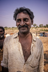 GUJARAT : LES GENS DU VOYAGE (pierre.arnoldi) Tags: gujarat inde in lesgensduvoyage pierrearnoldi photographequébécois photographeroninstagram photographeronflickr photoderue photooriginale photocouleur photodevoyage canon6d on1photoraw2019 canon 6d mark ii