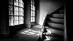 Treppenaufgang zur Empore in der Kirche Altenstein in den Hassbergen (Maquarius) Tags: altenstein kirche treppe fenster licht schatten unterfranken franken hassberge