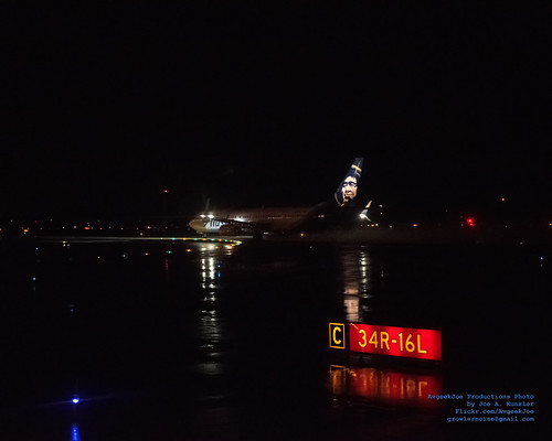 Alaska Air Boeing 737-990(ER)(WL) Off to Atlanta... From A Wet Seattle Night