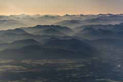 Alpes suízos desde o aire (Sergio Casal) Tags: seleccionar airplane swiss suiza air landscape misty mountains sky