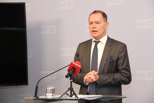 Pressekonferenz mit SPÖ-Justizsprecher Hannes Jarolim