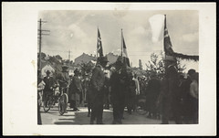 Postkort fra Agder (Avtrykket) Tags: bygård flagg folkemengde postkort sykkel grimstad austagder norway nor