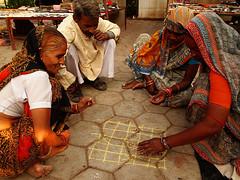 Jugando (PoLiTvS) Tags: 2011 2011india1 asia digital formatos india juegos lugares orchha otros retratos viajes