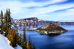 Crater Lake (erichudson78) Tags: usa oregon craterlake nationalpark lac lake eau water montagne mountains canonef24105mmf4lisusm canoneos6d île island neige snow nature arbre tree nuage cloud ciel sky blue bleu