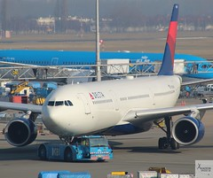 Delta Air Lines A330-323 N806NW pushing back at AMS/EHAM (AviationEagle32) Tags: amsterdam amsterdamschipholairport ams amsterdamairport amsterdamschiphol schiphol schipholairport schipholviewingterrace eham thenetherlands holland airport aircraft airplanes apron aviation aeroplanes avp aviationphotography avgeek aviationlovers aviationgeek aeroplane airplane planespotting planes plane flying flickraviation flight vehicle tarmac delta deltaairlines skyteam airbus airbus330 a330 a330323 a333 a330300 n806nw