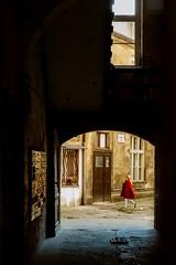 Little Red Riding Hood (Tom Levold (www.levold.de/photosphere)) Tags: fuji poznan xt2 street xf35mm backyard kind roteskleid hinterhof girl candid reddress mädchen child