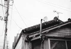Chimney and antennas (U-ichiro1003) Tags: street snap fujifilm klasse neopan acros100 film