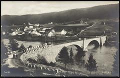 Postkort fra Agder (Avtrykket) Tags: bolighus bro elv flagg hus postkort stabbestein uthus vassdrag vei åmli austagder norway nor