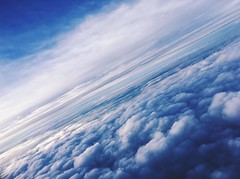 雲朵之上 (annie0425a) Tags: 天空 藍色 天 飛機 照片 雲 雲朵 線條 白 白色 蓬鬆 夢 夢境 blue white plane air dream fly cloud line