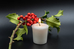 Christmas - DSC_0428 (John Hickey - fotosbyjohnh) Tags: 2018 gcc greystonescameraclub november2018 christmas holly candle cowicklow ireland indoor macro greystones worktop tabletop
