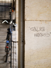 Die Ecke. (Calvin Harris) / 12.11.2018 (ben.kaden) Tags: berlin friedrichshain frankfurterallee ecke schrift details 2018 12112018