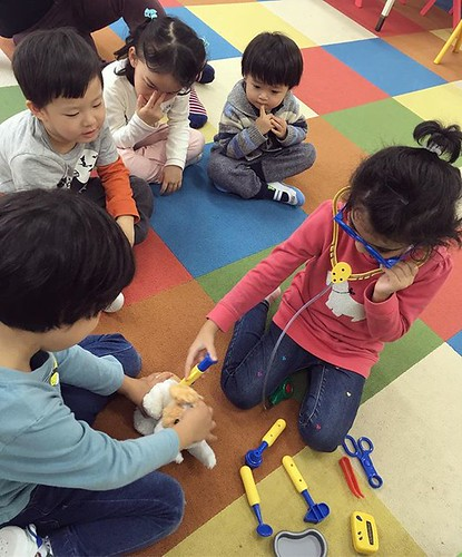 November is community helpers/transportation month in preschool. Don't worry! Our veterinarian was able to save the puppy 💕 #tokyo #kindergarten #preschool #daycare #veterinarian #pets #pretendplay #幼稚園 #保育園 #ごっこ遊び #東京 #動物大好き