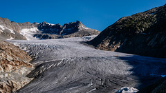 Rhone Gletscher / Alpen (Luftbild Bochum) Tags: gletscher alpen rhone hone obergoms schweiz bergwelt alpenpanorama natur see eisgrotte eishöhle sehenswürdigkeit himmel wasser kliff berg landschaft bucht abhang personen felsen meer strand