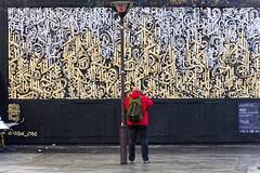 Contemplation (Edgard.V) Tags: paris parigi streetart street art arte urbano urban graffiti asu mur wall muro gold silver argent or ouro prata argento oro