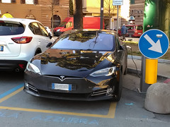 Tesla in charge (Maurizio Boi) Tags: tesla carica charge elettrica car auto voiture automobile coche