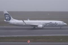 Alaska Airlines Boeing 737-990(ER)(WL) (zfwaviation) Tags: kpdx pdx portland airport oregon or aviation airplane plane aircraft jet airliner fog mist rain overcast ifr n492as alaska as b739 boeing 737900