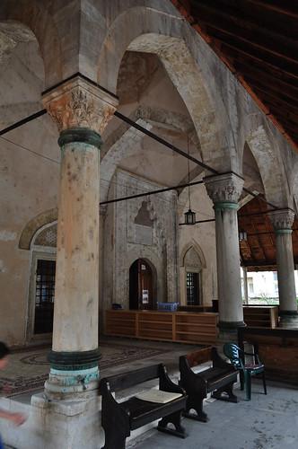 Portique, mosquée de Karađoz Bey, 1557-1558,  Braće Fejića, Mostar, Herzégovine-Neretva, Bosnie-Herzégovine.