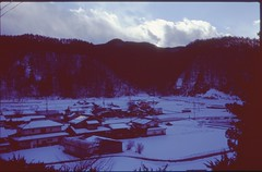 (✞bens▲n) Tags: pentax lx velvia 100 at200 fa 35mm f2 film analogue slide japan gunma snow village houses mountains winter