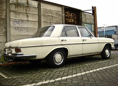 1972 MERCEDES-BENZ W114 280 SE Limousine (ClassicsOnTheStreet) Tags: dr6032 mercedesbenz 280 se saloon 1972 mercedes benz daimlerbenz mercedesw114 mercedes280se 280se 6cylinder 6cilinder einspritzung injection bracq paulbracq limousine voiture pkw sedan 70s 1970s classic oldtimer classiccar classico oldie klassieker veteran gespot spotted carspot amsterdamzuid amsterdam zuid havenstraat 2015 loodsen sheds straatfoto streetphoto streetview strassenszene straatbeeld classicsonthestreet import imported